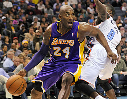 Kobe Bryant scores 21 points as the Lakers get their first win since the guard returned from injury. (USATSI)