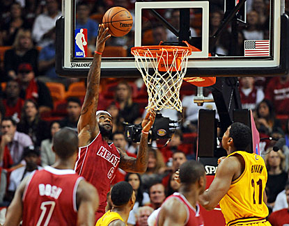 LeBron James goes up for two of his 25 points as the Heat rally in the fourth to beat Cleveland. (USATSI)