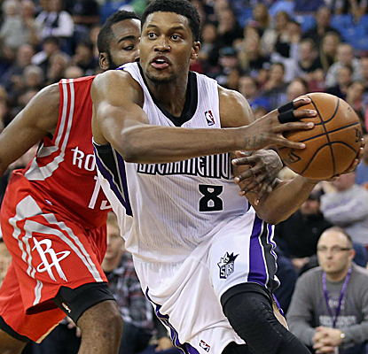 Rudy Gay shows up big for his new team, scoring 26 points before leaving the game to a standing ovation.  (USATSI)
