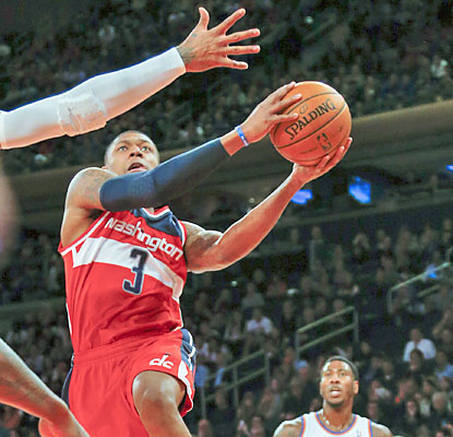 Bradley Beal leads the Wizards with 21 points, but saves his best for last with a winning layup with six ticks left. (USATSI)