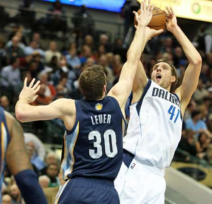 Dirk Nowitzki returns from a one-game absence and shows little rust in dropping 20 points on the Grizzlies.  (USATSI)