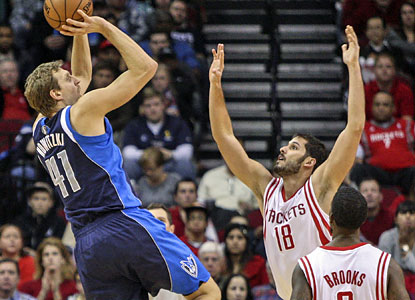 Dirk Nowitzki fuels the Mavs' rally while tormenting the Rockets as he scores 31 points, including 10 in the fourth. (USATSI)