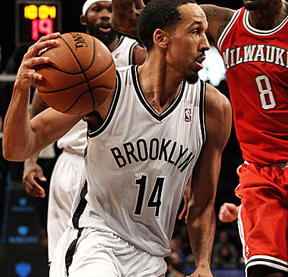 Shaun Livingston takes advantage of being in the starting lineup with 20 points to help lift the Nets to a rare win.  (USATSI)