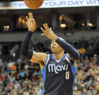 Shawn Marion is in vintage form vs. the Wolves. 'The Matrix' provides 32 points, including two key 3s and a game-saving swat. (USATSI)