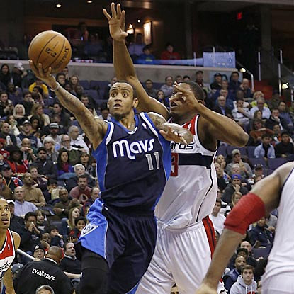 Dallas guard Monta Ellis drives past Washington's Bradley Beal during the third quarter.  (USATSI)
