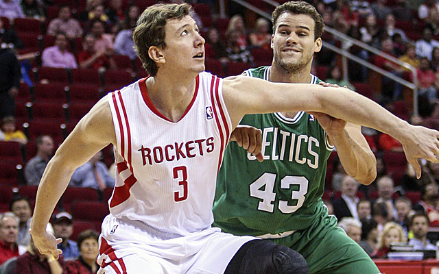 It appears Omer Asik will remain in Houston for the foreseeable future. (USATSI)