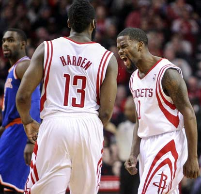 Aaron Brooks hits two free throws that prove to be the difference as the Rockets scratch out a tough win over the Knicks.  (USATSI)