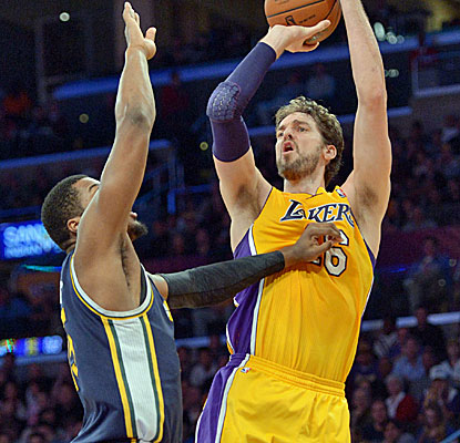 Lakers big man Pau Gasol offers a glimpse of his immense talents, scoring 23 points to go with 17 boards and 8 assists.  (USATSI)