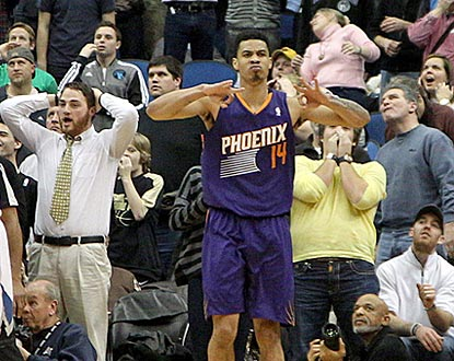 Minnesota fans and Phoenix's Gerald Green have decidedly different reactions to his clutch basket in the waning seconds.  (USATSI)