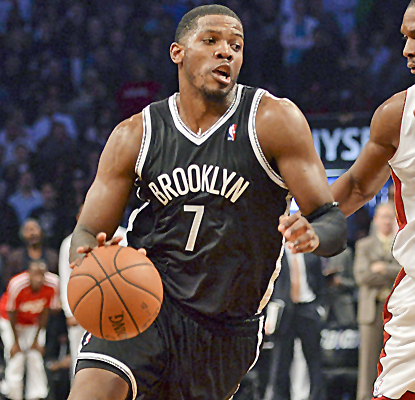 Joe Johnson scores 22 points in the first quarter alone, pouring in 32 for the game in a huge Nets win.  (USATSI)