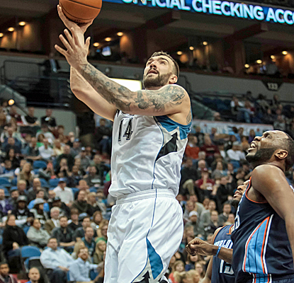 Nikola Pekovic is a model of efficiency, scoring 26 points in 27 minutes as the Wolves pound the Bobcats.  (USATSI)