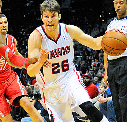 Kyle Korver hits four clutch free throws down the stretch, scoring 20 points to help the Hawks hold on late.  (USATSI)