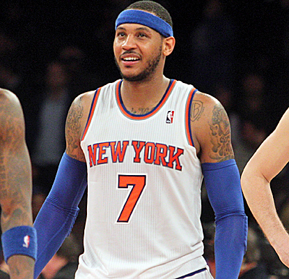 Carmelo Anthony puts his team on his back, posting 29 points and 16 boards in the Knicks' fifth straight win.  (USATSI)