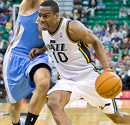 Alec Burks goes 13 for 19 from the floor for the Jazz, who have won five of their past six at home.  (USATSI)