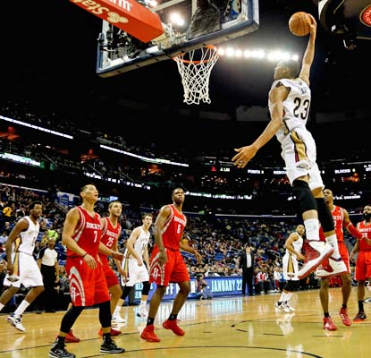 Anthony Davis has 24 points for the Pelicans, but it's not enough to avoid a seventh straight loss.  (USATSI)