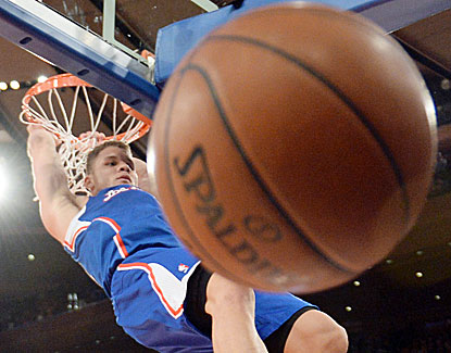 Blake Griffin slams the ball for two of his game-high 32 points in the Clippers' win over the Knicks. (USATSI)