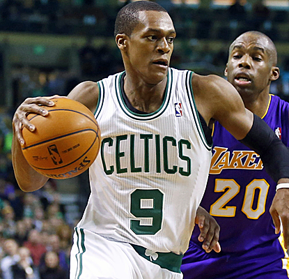 Rajon Rondo makes his season debut after recovering from ACL surgery, scoring eight points in a Celtics defeat.  (USATSI)