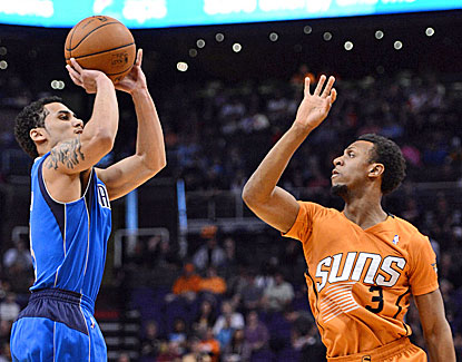 Rookie guard Shane Larkin sets a career high with 18 points in the Mavs' win over Phoenix. (USATSI)