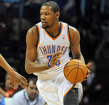 Kevin Durant keeps up his torrid pace, scoring 30 points to again lift the Thunder to a victory.  (USATSI)
