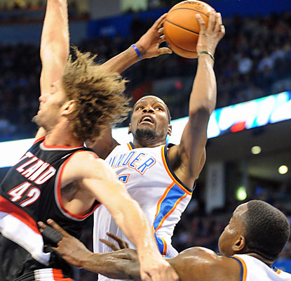 Kevin Durant finishes with 46 points, making it eight consecutive games with 30 or more points. (USATSI)