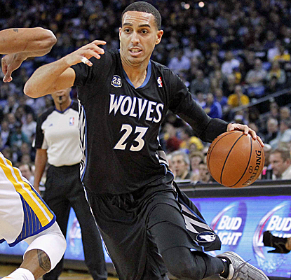 Kevin Martin scores 26 points, including the game-winning jumper with just over eight seconds left in Oakland.  (USATSI)
