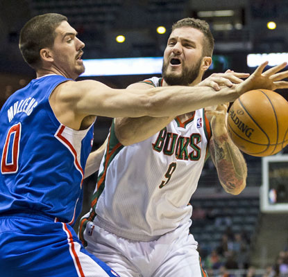 Byron Mullens and the Clips play strong defense, which holds the Bucks to 36 combined points in the second and third quarters. (USATSI)