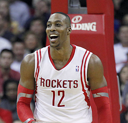 Dwight Howard scores 23 points against the Spurs, including 13 (on 25 tries) coming from the charity stripe. (USATSI)