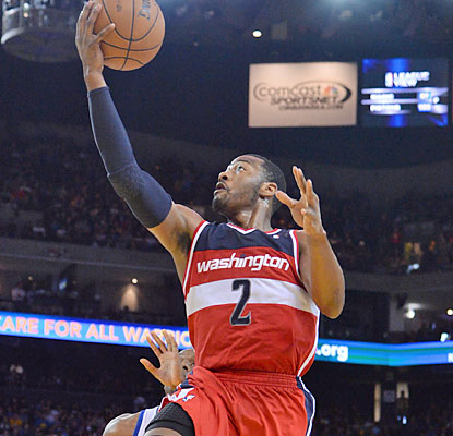 The Warriors struggle to slow down John Wall, who puts up 15 points, eight rebounds and five assists. (USATSI)