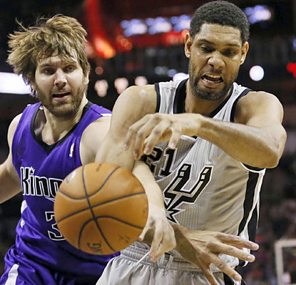 Tim Duncan (23 points, 17 rebounds) and the Spurs get back on track against the Kings, who lose the lead down the stretch. (USATSI)