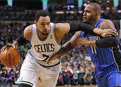 Jared Sullinger pushes his way past Glen Davis on en route to 21 points and 12 rebounds.  (USATSI)