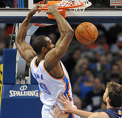 Serge Ibaka complements Kevin Durant's 31 points with a double-double of his own as OKC improves to 21-3 at home.  (USATSI)