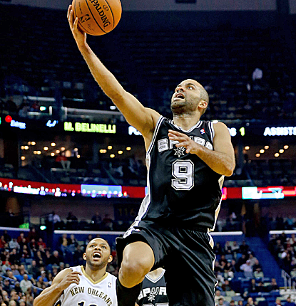 Tony Parker scores 21 of his 32 points in the second half, helping the Spurs recover from a 14-point deficit.  (USATSI)