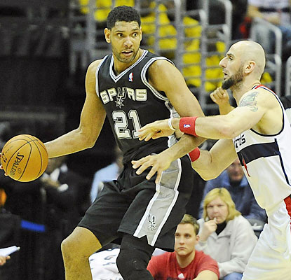 Tim Duncan erupts for a season-high 31 points to help the Spurs outlast the Wizards in double OT. (USATSI)