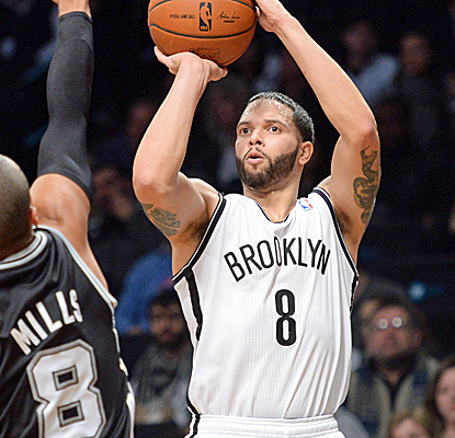 Deron Williams continues rounding back into form, scoring 16 points to go with eight assists in a Nets victory.  (USATSI)
