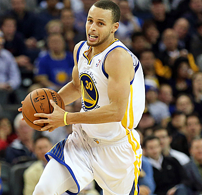 Stephen Curry takes over with the Warriors in an early hole, ending up with 34 points and nine assists.  (USATSI)