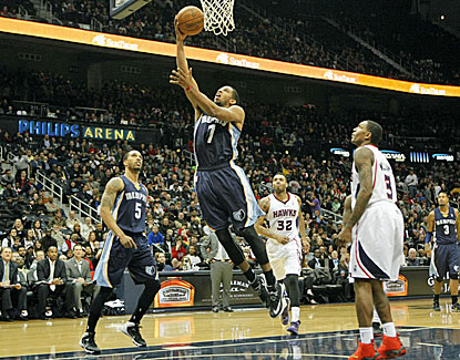 Darius Morris gets an early layup for the Grizzlies, who defeat Atlanta to break a two-game skid. (USATSI)
