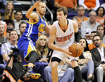 Goran Dragic is clutch down the stretch for the Suns, finishing with 34 points in the Suns' win over Golden State. (USATSI)