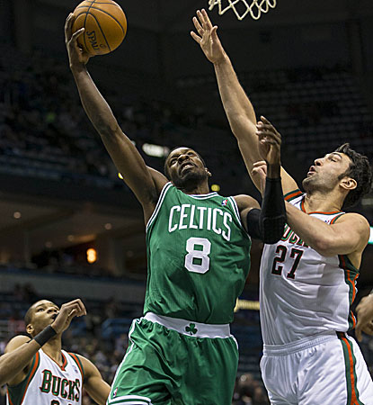 Jeff Green goes up for two of his 29 points in the Celtics' 102-86 win over the Bucks. (USATSI)