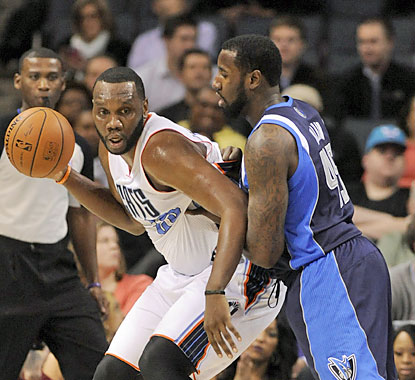 Al Jefferson has his way against the Mavericks. The Bobcats' big man finishes with 30 points and eight rebounds. (USATSI)