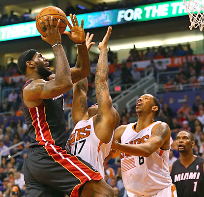 LeBron, coming off a 13-point effort, rebounds with 37 points to help the Heat continue their dominance over the Suns. (USATSI)
