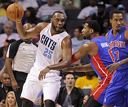 Al Jefferson toys with the Pistons again and winds up with a combined 61 points in the home-and-home sweep.  (USATSI)