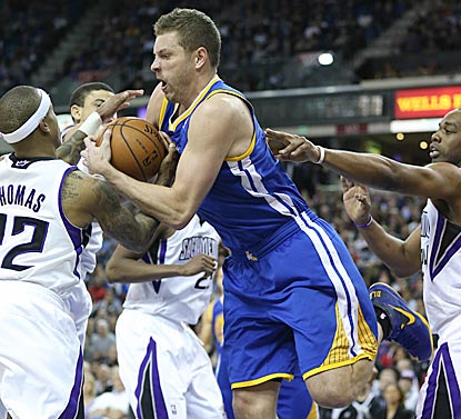 David Lee outscraps Isaiah Thomas (left) for a rebound in the first half. Lee leads the Warriors with 23 points and 11 boards. (USATSI)