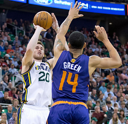 Gordon Hayward (17-10-9) breaks out of his shooting slump and falls one assist shy of a triple-double. (USATSI)