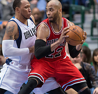 Taj Gibson has a big night, tallying 20 points and 15 boards as the Bulls continue to play well against the West.  (USATSI)