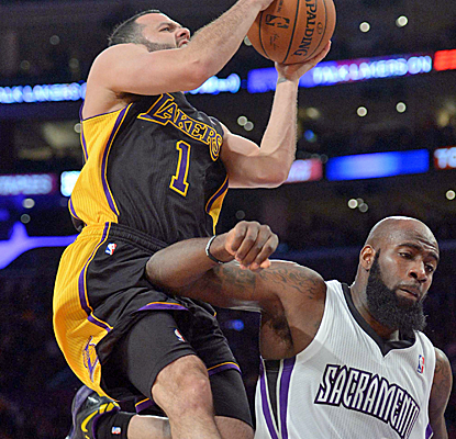 Jordan Farmar hits eight 3-pointers en route to a career-high 30 points, and the Lakers take down the Kings.  (USATSI)
