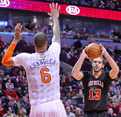 Tyson Chandler's 22 boards, three blocks aren't enough vs. Joakim Noah (13 points, 14 assists, 12 rebounds) and the Bulls. (USATSI)