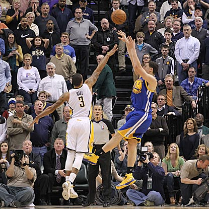 Klay Thompson, who scores 16 of his 25 points in the fourth quarter, launches his winning shot over Indiana's George Hill.  (USATSI)