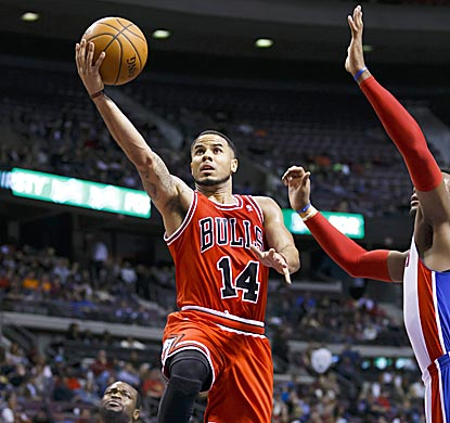 D.J. Augustin, who comes off the bench to lead Chicago with 26 points, glides in for a layup in the second quarter.  (USATSI)