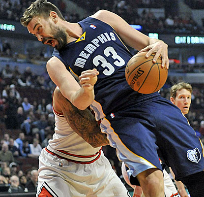 Marc Gasol scores 18 points, and the Grizzlies apply their usual defense to hold off the Bulls in Chicago.  (USATSI)