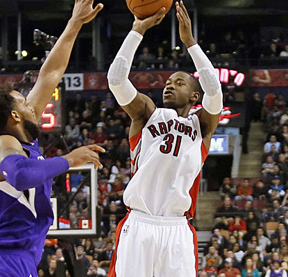 Terrence Ross posts 18 points to lead the Raptors past the Kings. Toronto continues to cling to the No. 3 seed.  (USATSI)